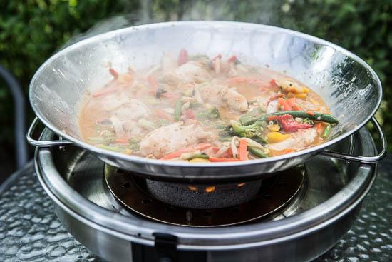 Så er der Thai-mad med lynstegte grøntsager og kylling