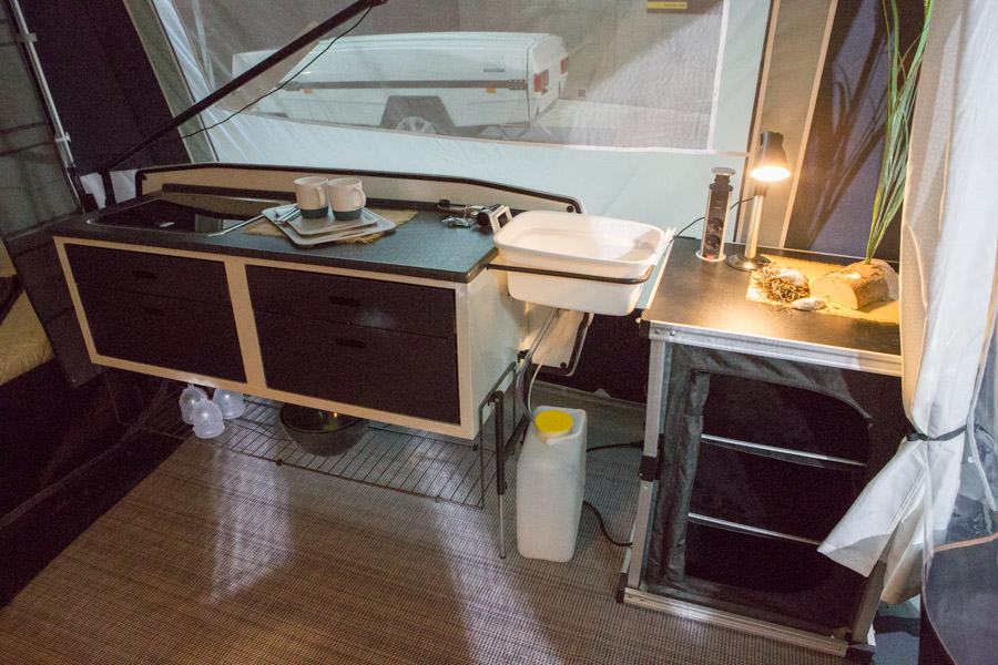 Camp-let Classic North har som standard et Deluxe køkken installeret