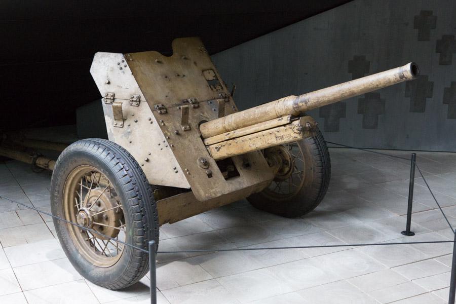 En enkelt kanon er der dog blevet plads til i udstillingen