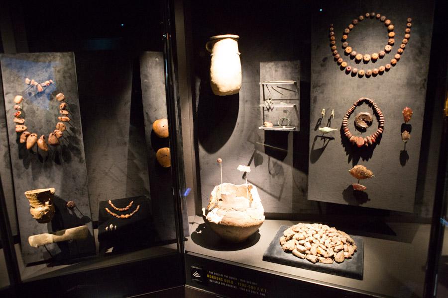 Piber, smykker og brugskunst i rav – der er meget at se i udstillingen