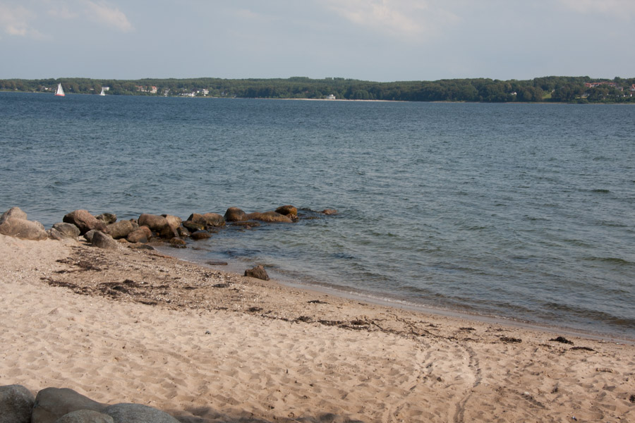 Den lille strand ved campingpladsen