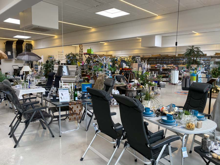 Caravan Centret Brohallens store butik i Nykøbing Falster med et kæmpe udvalg af campingudstyr