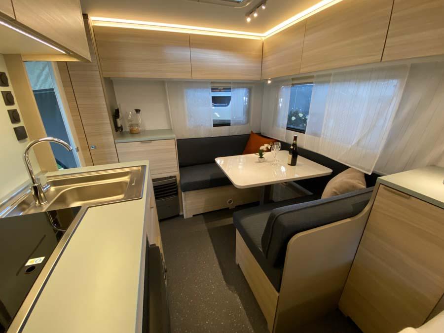 Der er en fin pladsfordeling i Adria Altea 432 PX