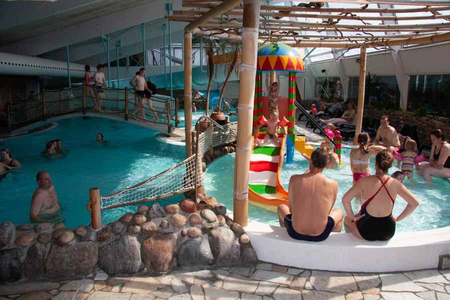 Det store badeland er populært når det er åbent
