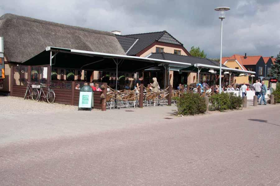 Der er mange spisesteder og barer i Blåvand