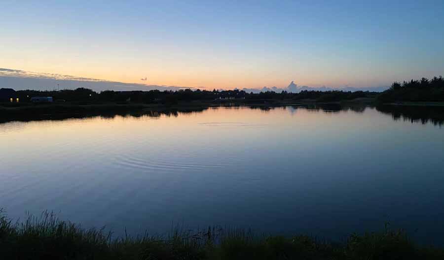 Fiskesøen står smukt i solnedgangen - tak for denne gang
