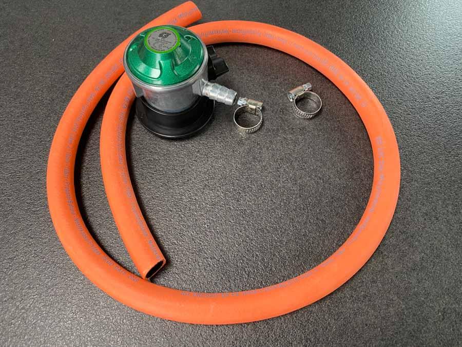 Næste dag købte vi en ny slange med regulator i Bauhaus, og grillen fungerer fint igen