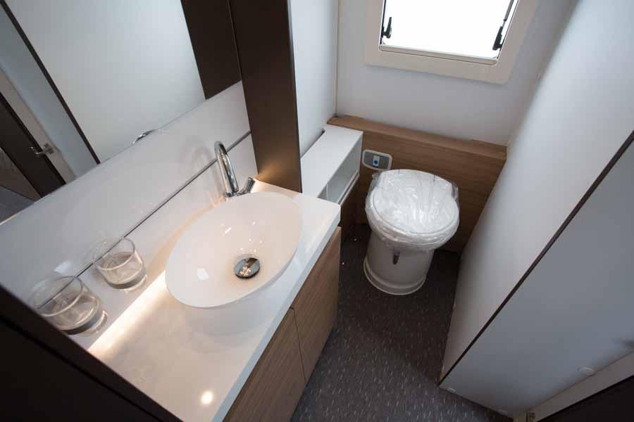 campingvogn med badeværelse - vores store toiletrum