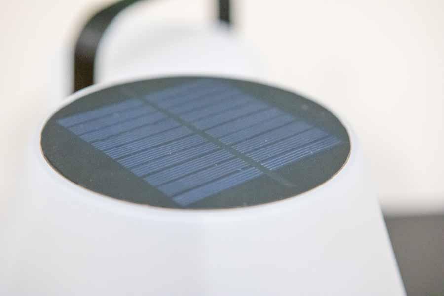 solcellen i toppen af ranger bordlampe