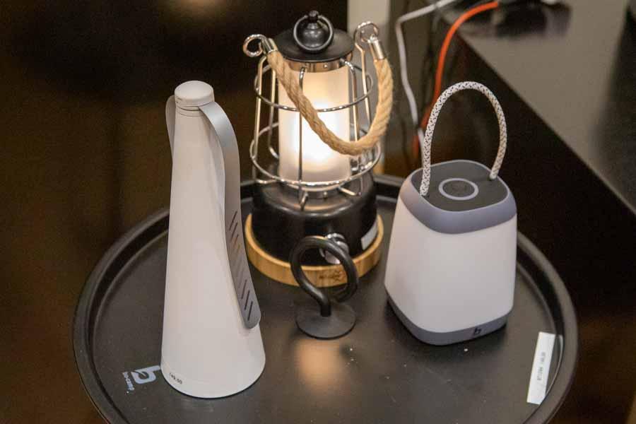 campinglampe lanterne harlington giver et varmt, hvidt lys i fortelte