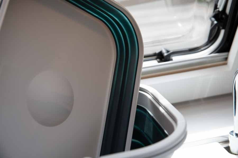 Låget fra Outwell Collaps opvaskebalje kan bruges som opvaskebakke