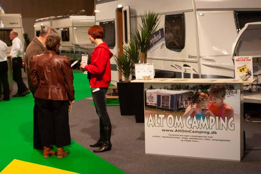 Stand på Ferie For Alle 2008 Ann Karina taler med campister