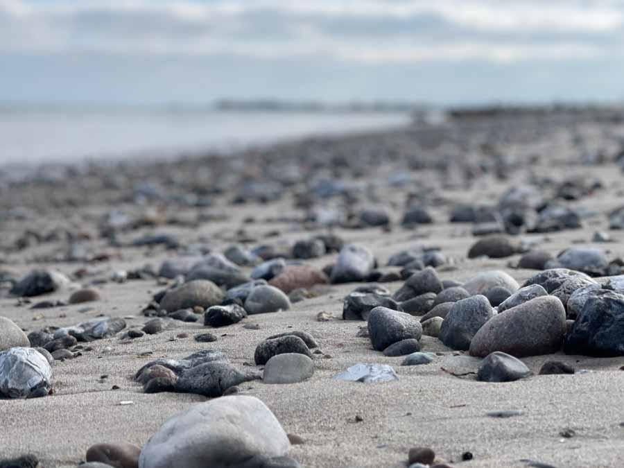 Lækker strand - mange flotte sten