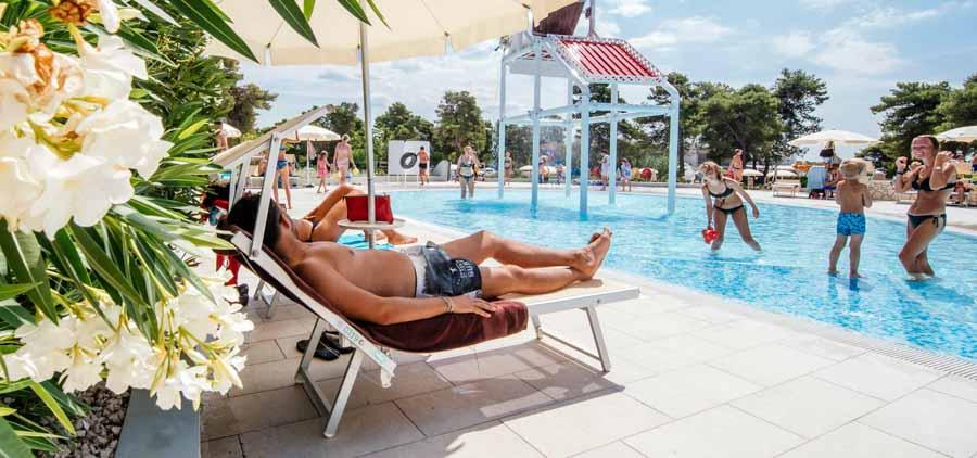 zaton holiday resort pool sol