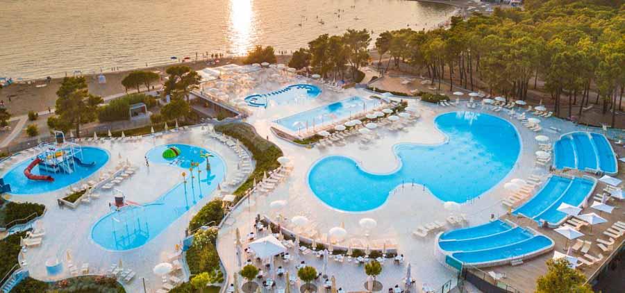 zaton holiday resort pool