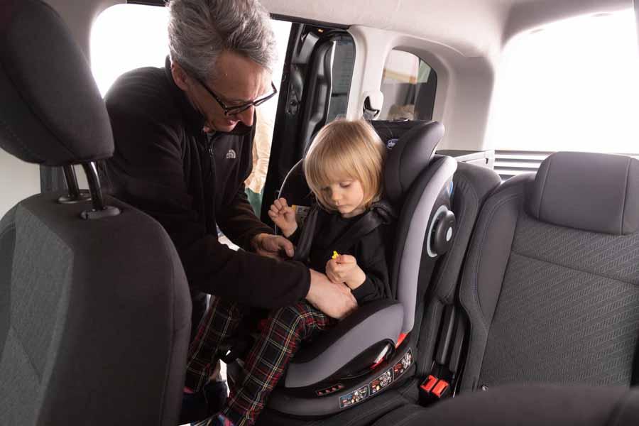 Husk at monterer autostolen korrekt i bilen - og det rigtige sted