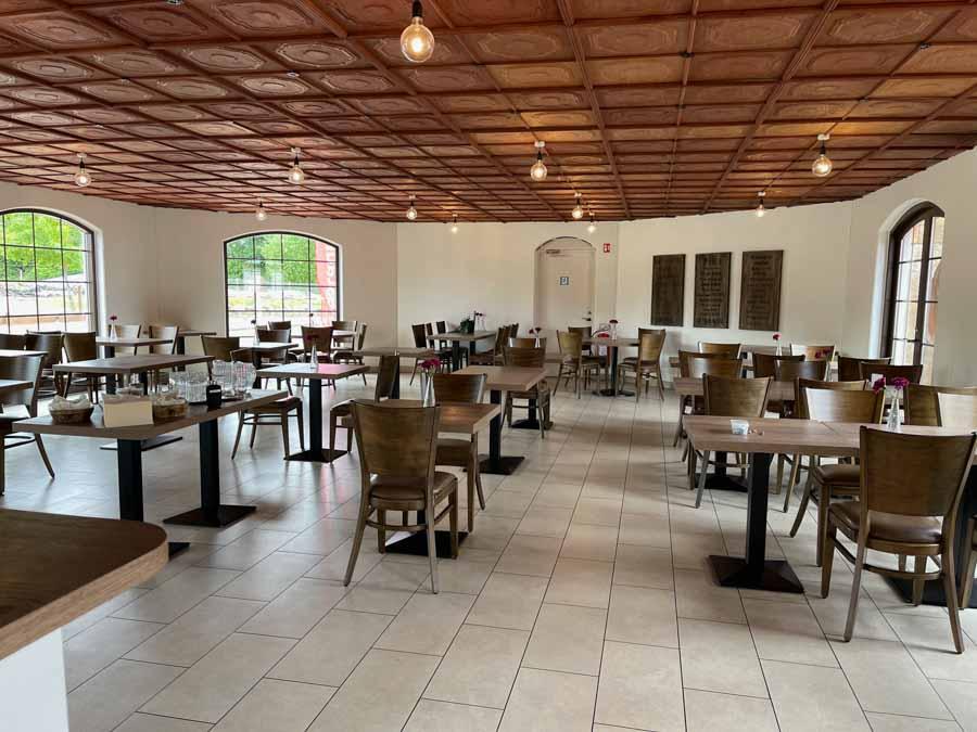 Restauranten på Hasmark Strand er blevet sat i sand, og tilbyder nu lækker bistromad