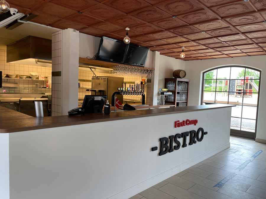 First Camp Bistro serverer mad fremstillet af gode råvarer