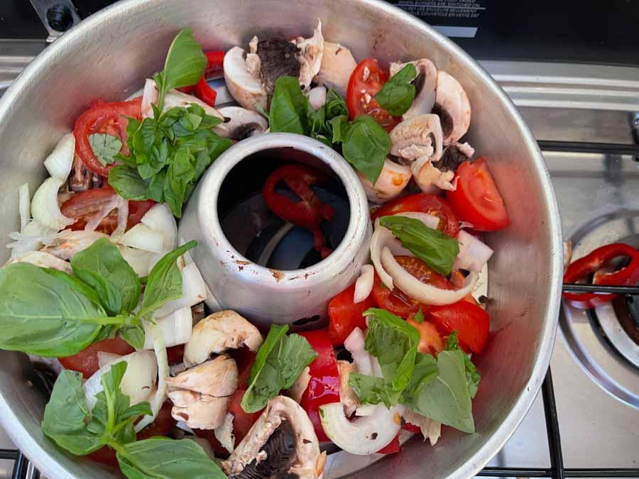 På den nederste Styyl rist kan man f.eks. lægge grøntsager