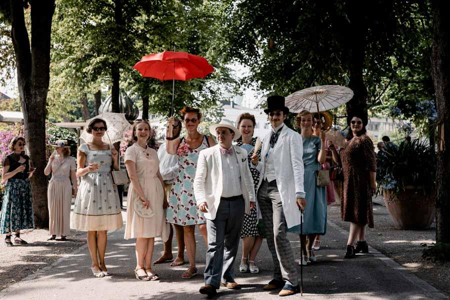 Kom med på tur rundt i Tivoli når du deltager i Vintage Garden Party i Tivoli på søndag - spis en dejlig medbragt frokost på plænen