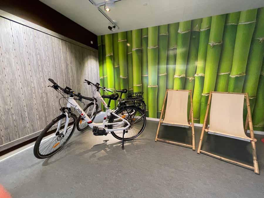 Det er muligt at leje bl.a. elcykler på First Camp Bogense City
