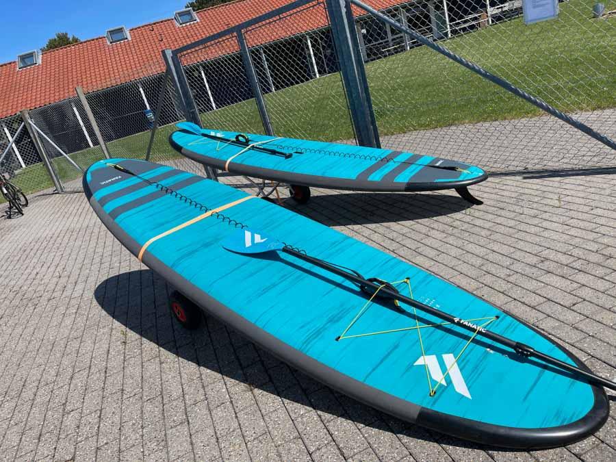 Man kan også lege SUP-Boards på First Camp Bogense City